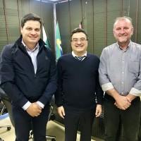 Com o secretario de saúde Caputo e presidente do Consórcio de Saúde da AMCG
